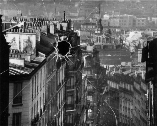 Broken plate, Paris, 1929. André Kertesz