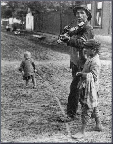 Wondering Violinist 1924. André Kertesz