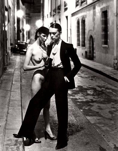 YSL, Le smoking, Rue Aubriot, Paris, 1975 ©Helmut Newton Estate